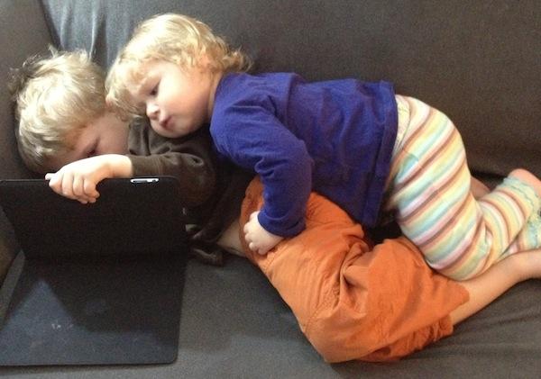 Jangan biar anak bergaduh kerana iPad atau tablet