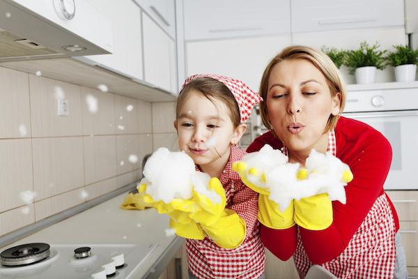 Sematkan rasa tanggungjawab pada anak dengan mengajar mengemas dapur