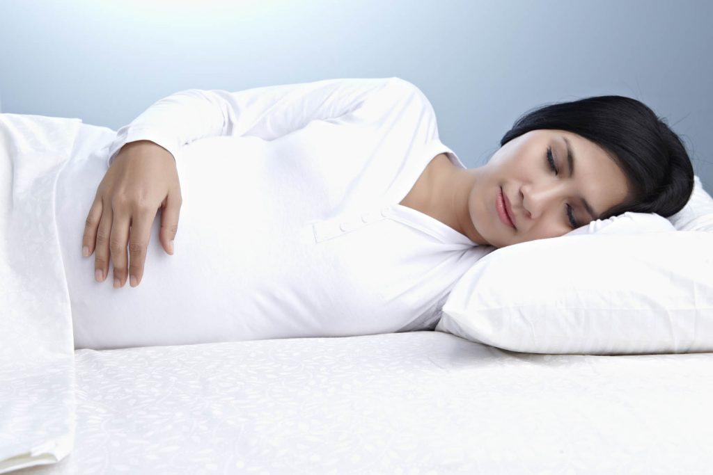 Tidur mengiring ke kiri lebih baik untuk ibu hamil