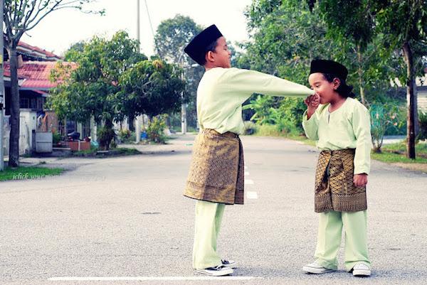 Bersalaman, hormati adik-beradik yang lebih tua