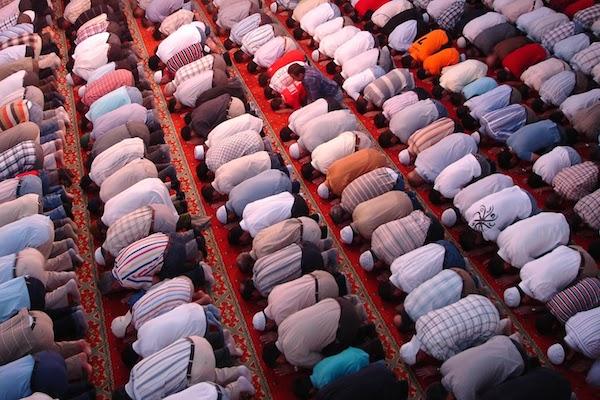 Suami solat di masjid, malam-malam ajak isteri tahajjud