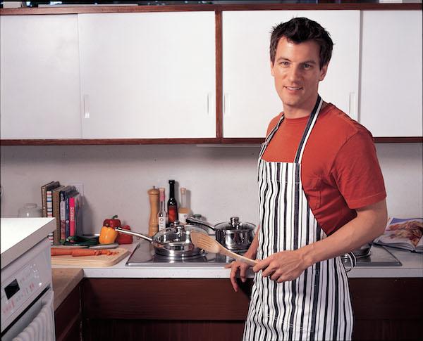 Makan masakan hasil air tangan isteri sendiri (atau suami)