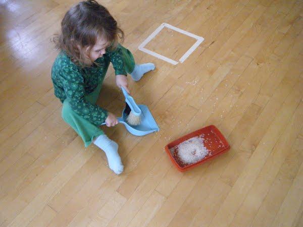 Ajar anak yang buat sepah, suruh dia kemas sendiri