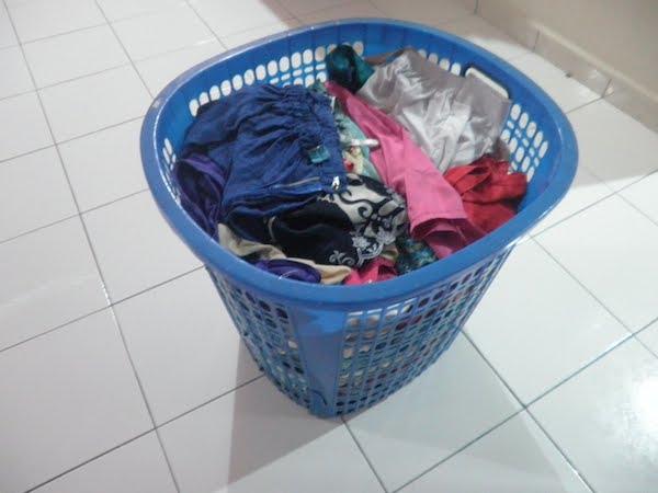 Jangan malas-malas lipat baju, makin lama makin banyak