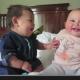 Bayi Sebelah Kiri Cuba Gigit, Yang Sebelah Kanan Cuma Ketawa. Lihat Aksi Comel Mereka!