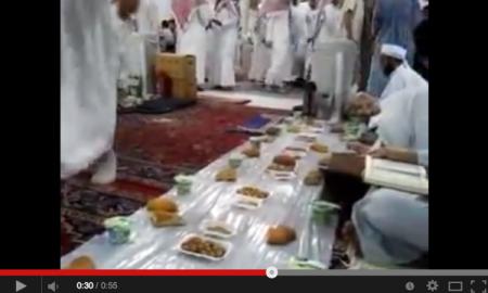 Iftar / Buka Puasa Di Masjid Nabawi, Madinah. Subhanallah, Cukup Simple!