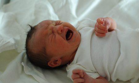 10 Cara Mengatasi Bayi Menangis, Agar Tenang!