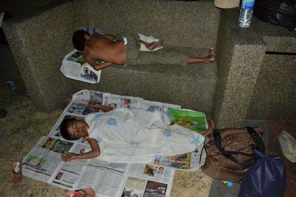 Sedih Lihat Anak Gelandangan Di Kuala Lumpur Ini Tidur Di Kaki Lima!