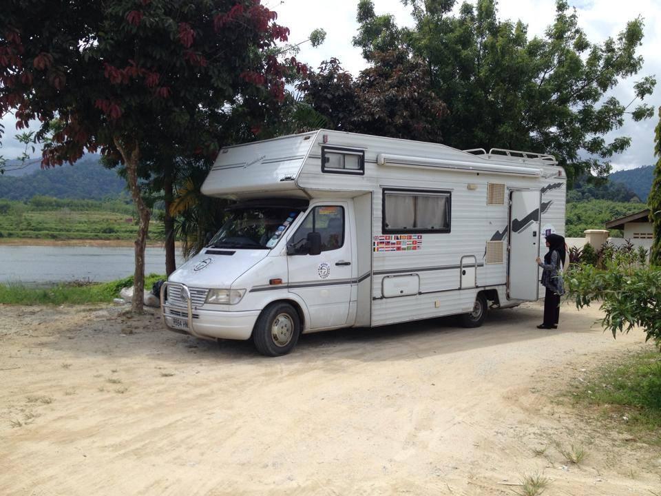 By Road to Malaysia. Keluarga Ini Naik Motorhome Dari United Kingdom Ke Malaysia. Lawat 27 Negara, Selama 155 Hari & Sejauh 25,500km. Hebat!
