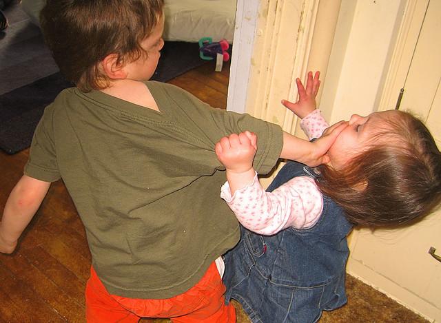 7 Cara Elak Anak Bergaduh. Cuba Petua & Tips Mudah Ini!