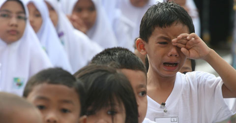 Bagaimana Cara Mengatasi Anak Takut Ke Sekolah? Cuba 10 Tips Ini.