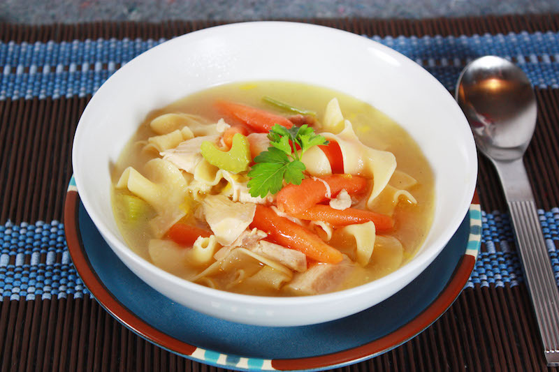 Foto Kredit: romancingthestoveblog.wordpress.com https://romancingthestoveblog.wordpress.com/2010/02/22/chicken-soup/