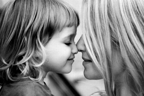 Bila berjauhan mula teringat memori dengan ibu... Foto Kredit: yourhappyplaceblog.com