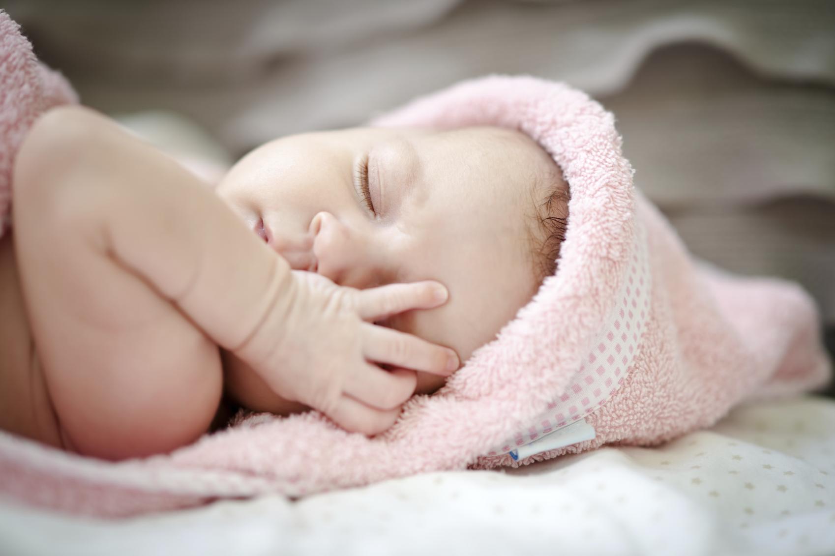 pakai sarung tangan bayi