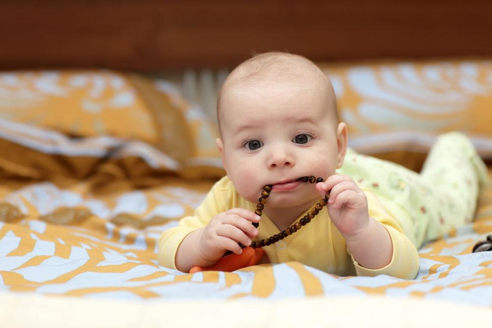 bayi hisap jari