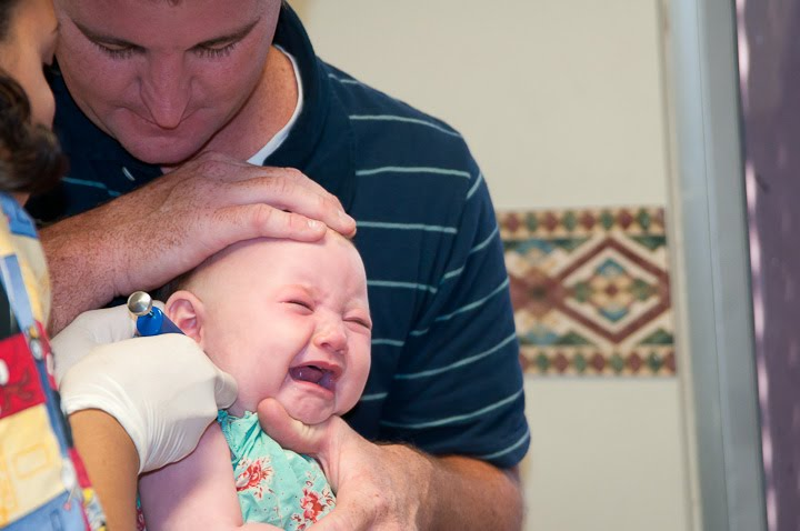 tindik telinga bayi