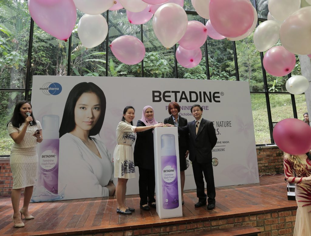 betadine-launch-2-l-r-shino-datuk-dr-nor-janethi-dr-liew