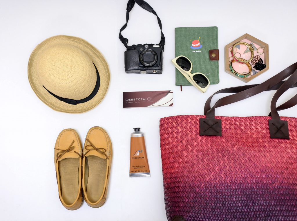 dailies-total-1-lifestyle-image-holiday