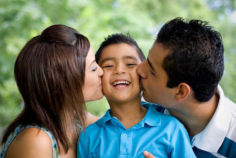 parents-kissing-son