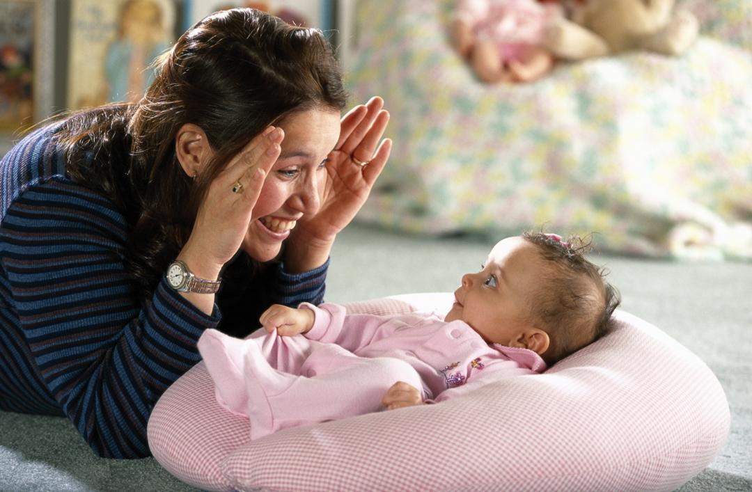 bermain dengan bayi