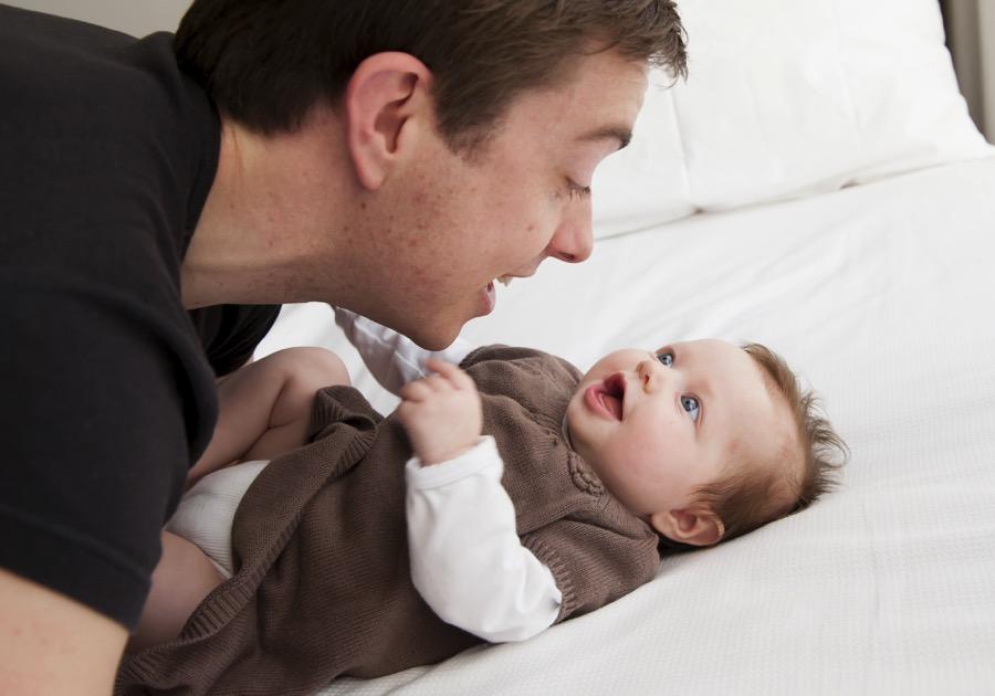 Rupanya Bermain Cak Boleh Buat Bayi Anda Bijak Ini 5 Kelebihannya