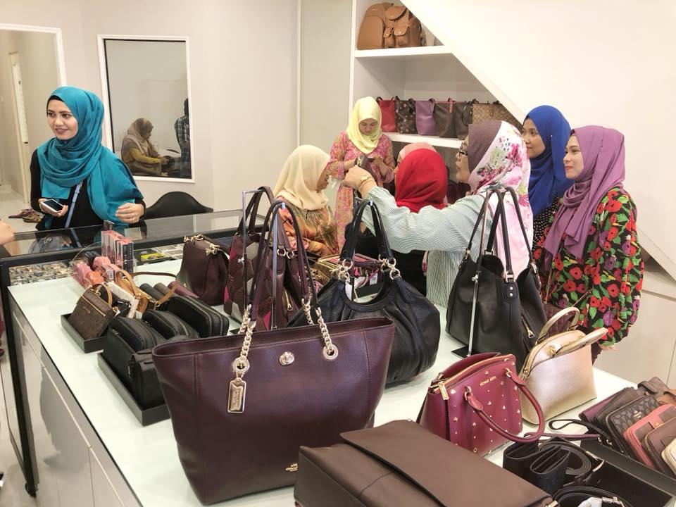 b1d4cbae7605 Rafidah nak beri peluang kepada anda untuk memiliki barangan berjenama  dengan harga mampu milik. Paling best, anda seolah membeli terus dari butik!