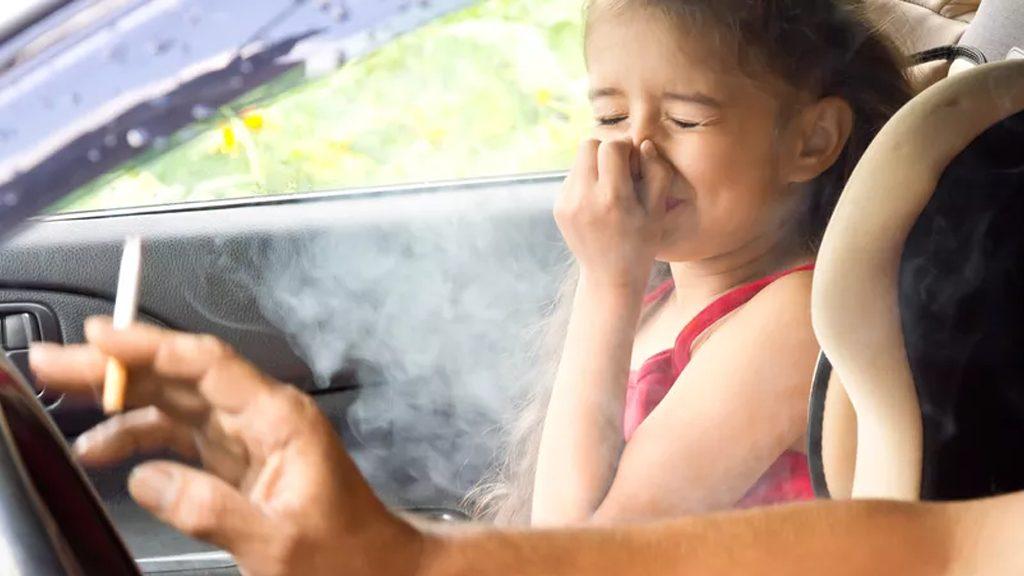 bahaya merokok dalam kereta